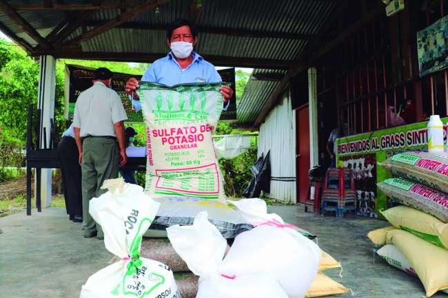 Entregan kits de fertilizantes para  mitigar el cadmio en el suelo, hojas y en el fruto del cacao