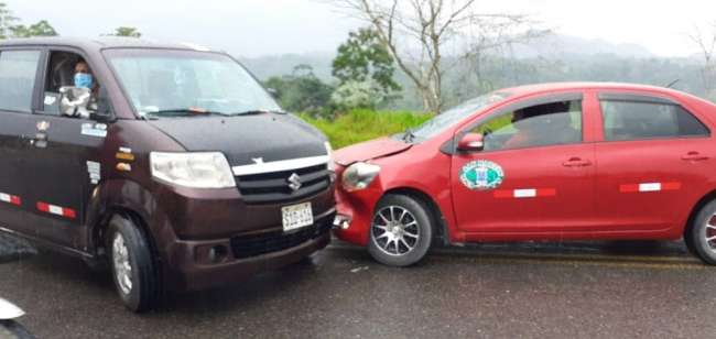 Pista mojada y excesiva velocidad origina accidente de tránsito