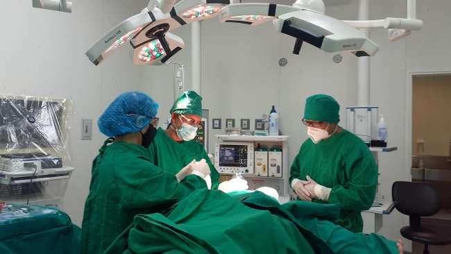 Médicos de EsSalud Tarapoto extirpan tumor de colon en paciente adulta mayor