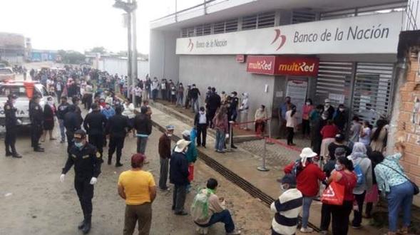 Población de Nueva Cajamarca indignada por cierre temporal de Banco de la Nación