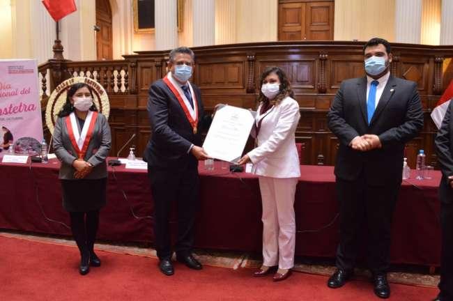 Congreso de la República rindió homenaje a Obstetras del Perú