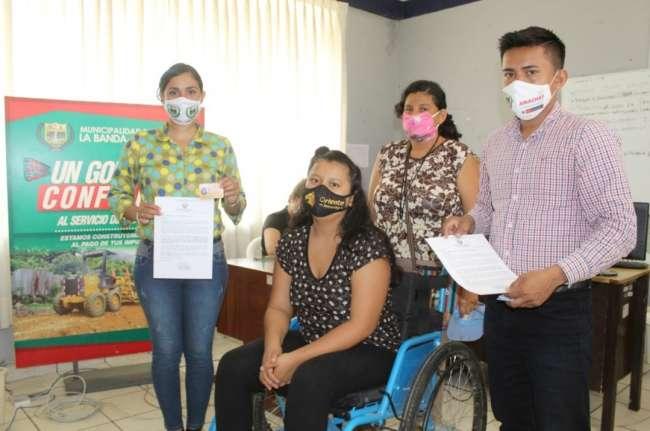 Comuna de La Banda de Shilcayo entregó carnets de identificación a personas con discapacidad