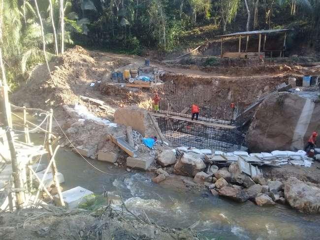 Paralizan obras en Puente en Sauce