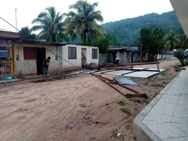 Alto Saposoa – Pasarraya: Fuertes vientos con lluvia y granizo deja 15 viviendas sin techo en distrito de