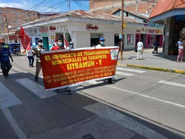 SINDICALISTAS MUNICIPALES REALIZAN MARCHA DE PROTESTA EXIGIENDO DEROGATORIA DE DECRETO DE URGENCIA