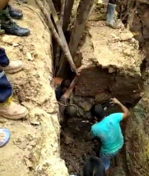 Se salvan de morir sepultados Presidente y trabajador de Junta de Administración de los Servicios de Saneamiento – JASS – Pacayzapa
