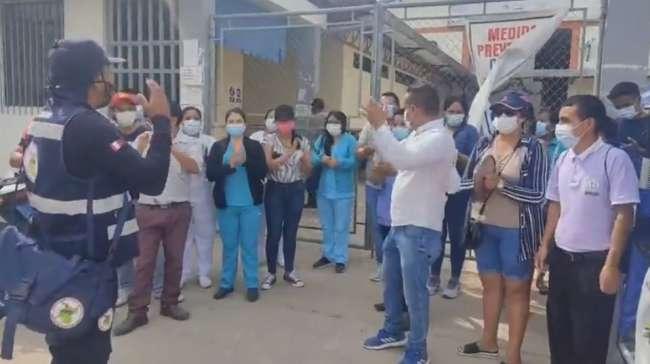 Trabajadores del hospital MINSA. Moyobamba vuelven a protestar frente al local de la OGES Alto Mayo
