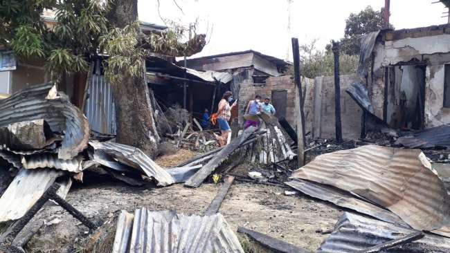 Afectados en incendio necesitan apoyo solidario para superar el mal momento