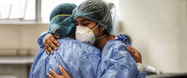 Médicos podrán recibir doble remuneración en el sector público