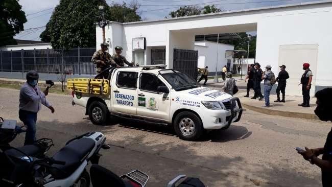 Policías y militares brindan seguridad  extrema en traslado de vacunas a provincias