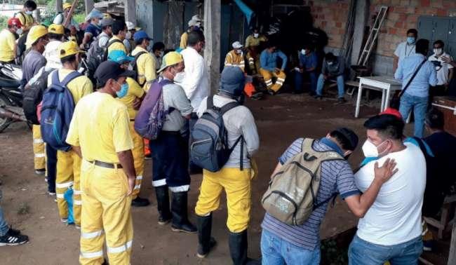 Trabajadores increpan a primer regidor de Tarapoto por demora en pago de haberes