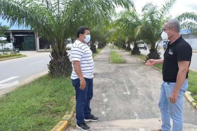 Alcalde visitó los sectores por donde  recorrerá la ciclovia en Tarapoto.