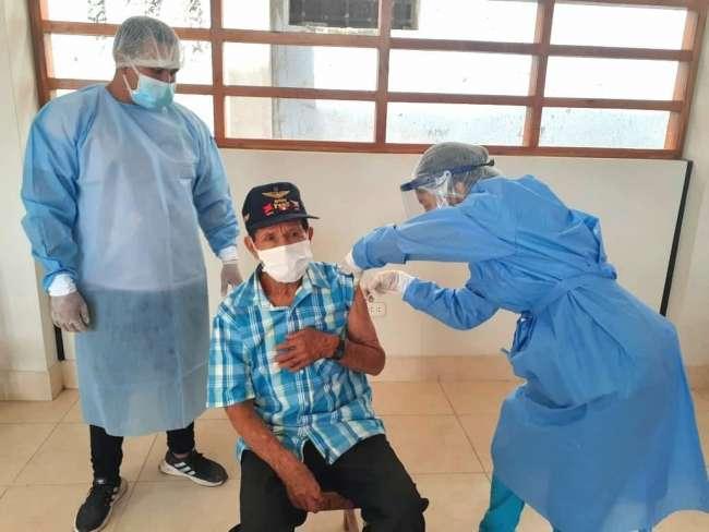 Adultos mayores de 80 años recibirán vacuna contra la Covid 19 este fin de semana