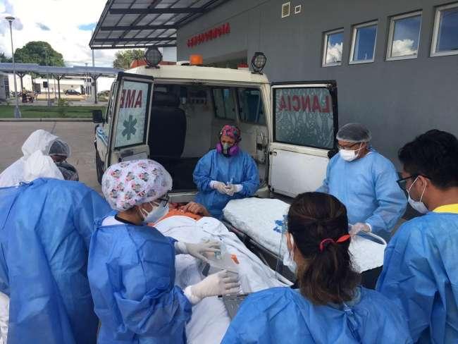 EsSalud Tarapoto logra traslado de médico a Lima para recibir atención por COVID-19 y signos de dengue
