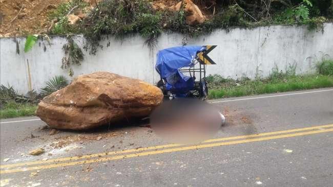 Mototaxista muere aplastado por una inmensa roca en el trayecto Tabalosos – Shanao
