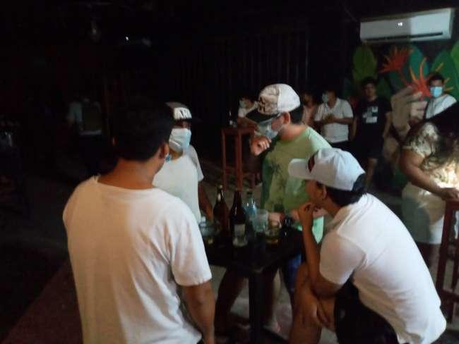 En Bellavista intervienen a varios jóvenes en el interior de una discoteca