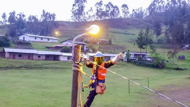 Minem: 21 proyectos de electrificación rural en selección y beneficiarán a 60,200 hogares