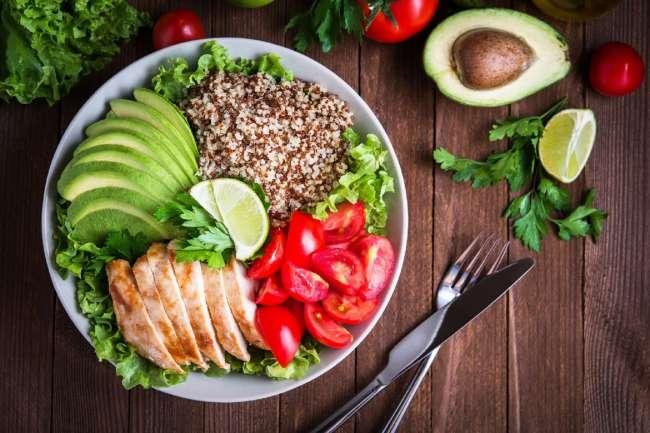 Covid-19: alimentación de quienes superaron enfermedad debe ser rica en proteínas