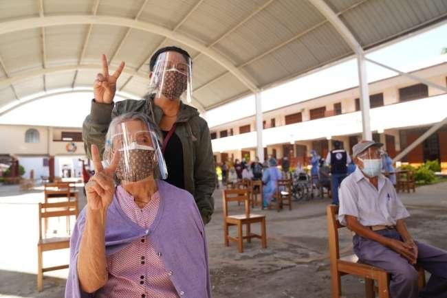 Adultos mayores de 80 años a más recibirán vacuna contra la covid 19 en  13 distritos de la región San Martín