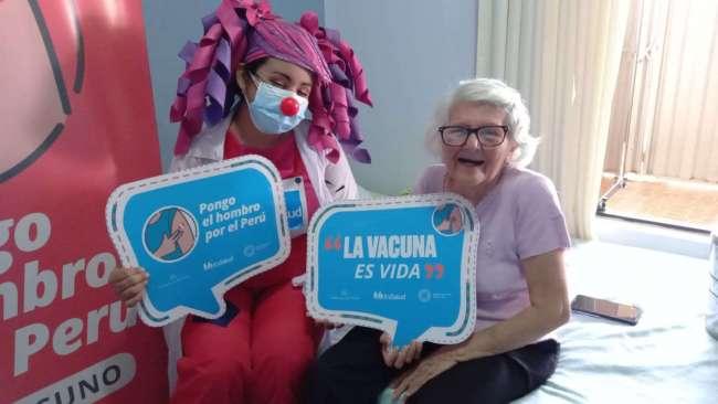 """Vacunar a nuestros abuelitos y abuelitas: """"Es un acto de solidaridad con el adulto mayor y su familia"""""""