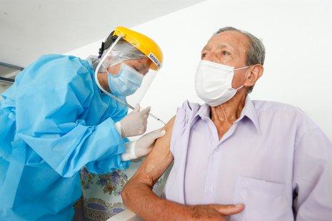Ugarte: Perú alcanzará inmunidad de rebaño cuando el 75% de la población se vacune