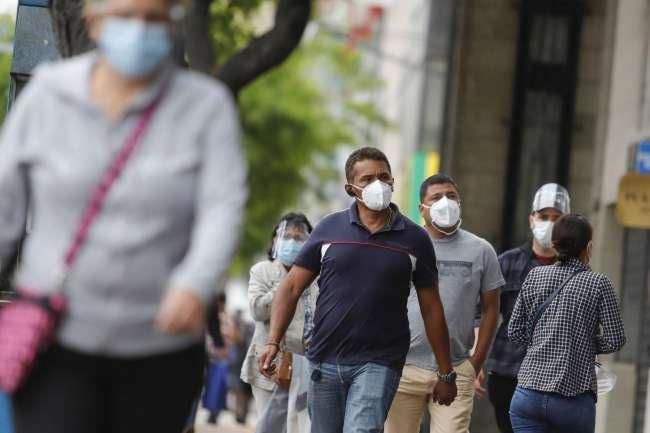"""En eventual tercera ola de la pandemia: """"adultos jóvenes serían los más afectados"""""""