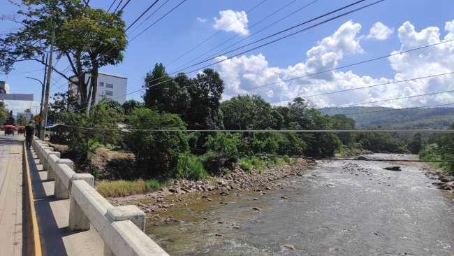 Vecinos de Morales exigen que cables expuestos sean colocados a otra altura