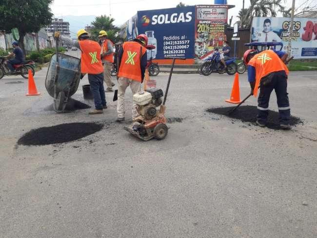 MPSM realiza reparación de calles con material de asfalto