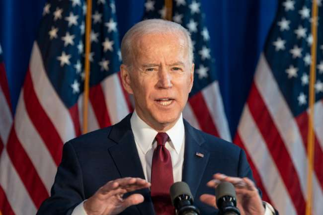 """Presidente Joe Biden: Las redes sociales como Facebook """"están matando gente"""" con desinformación sobre la COVID-19"""