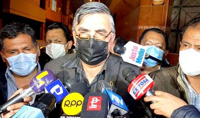 "Vocero de Perú Libre a Vargas Llosa:  ""Que venga al Perú y haga la denuncia"""