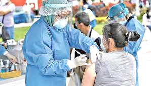 Red de Salud inicia vacunación contra la covid a personas  mayores de 54 años