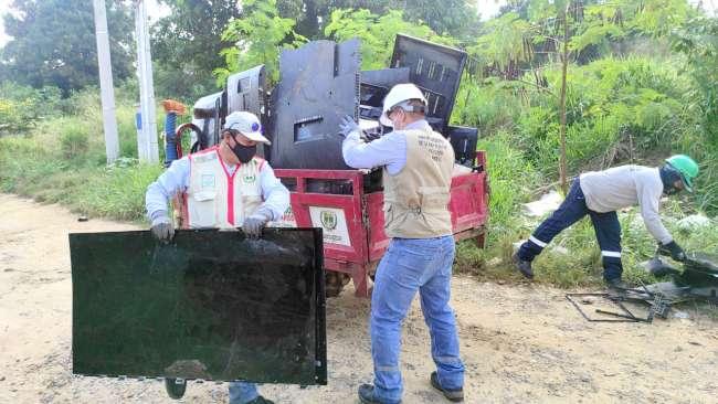 Municipalidad de La Banda de Shilcayo recoge residuos eléctricos y electrónicos abandonados en terreno