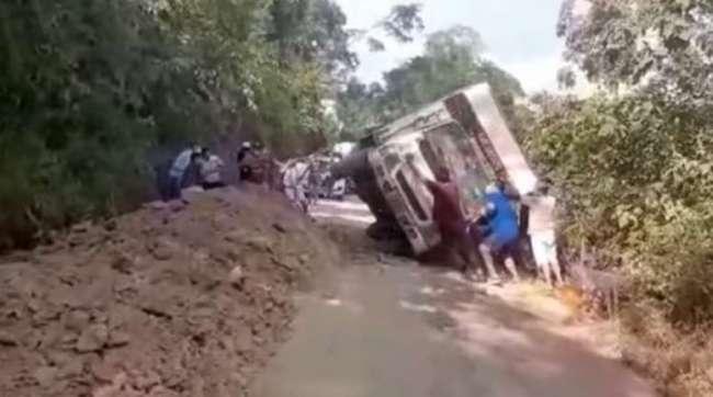 Carretera a Sauce es escenario de un nuevo accidente, conductor se salva de milagro.