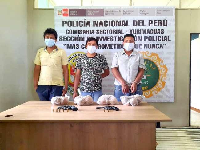 Policía captura a tres sujetos con armas de fuego y drogas
