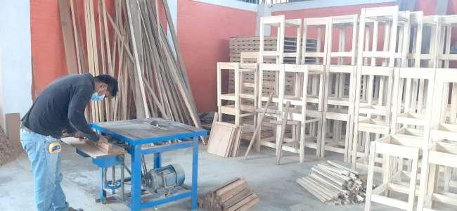 En Juanjui, reinician confección de mobiliario escolar con madera incautada por la Autoridad  Regional Ambiental
