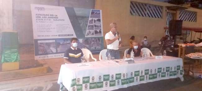 Alcalde Tedy del Aguila inaugura asfaltado de la Urbanización Los Jardines