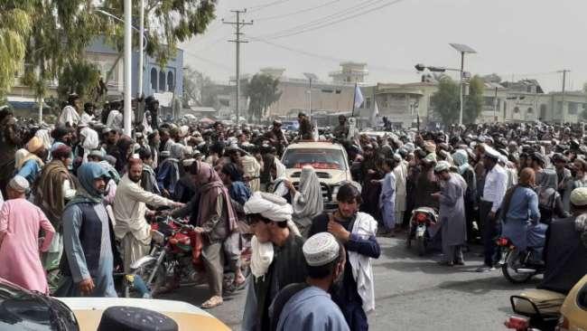 Los talibanes toman el palacio presidencial de Afganistán y claman victoria.