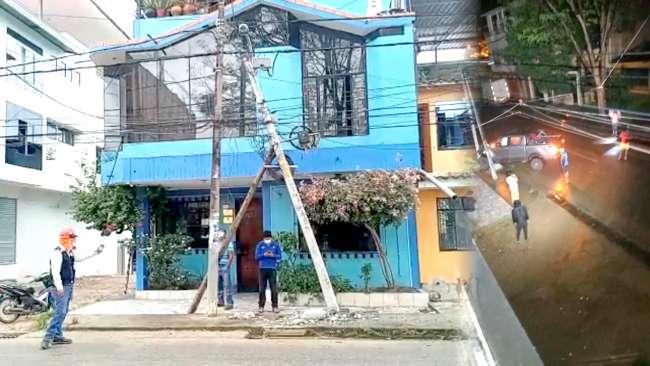 Camioneta impacta contra poste de energía eléctrica