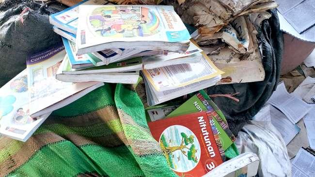 En Yurimaguas, material educativo, es encontrado en una recicladora