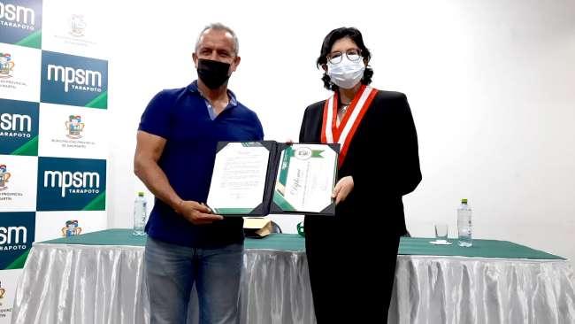 Municipalidad Provincial de San Martín condecoró a jefe Nacional de RENIEC