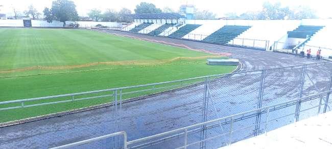 Inician colocación de carpeta asfáltica para pista atlética de estadio municipal de Tarapoto