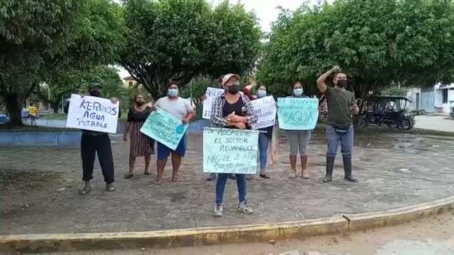 Pobladores de Rosanayco realizaron plantón, hace dos años que les cortaron el agua entubada