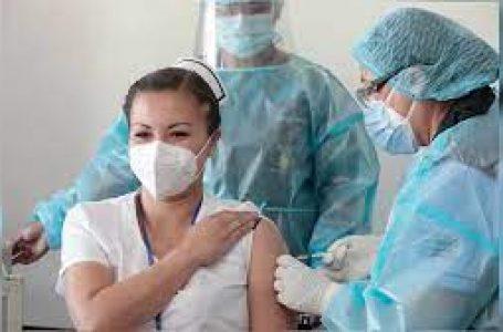 Personal de salud de primera línea recibe desde hoy tercera dosis de vacuna contra la covid-19
