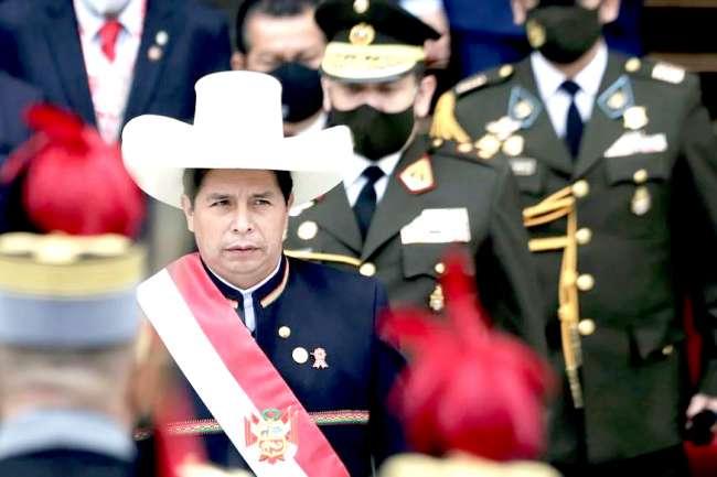"""Pedro Castillo faltó a su """"palabra de maestro"""" y cobró su sueldo presidencial"""
